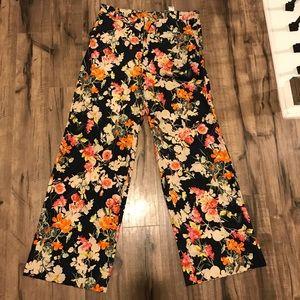 Floral pants 🔥